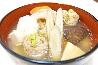 鶏つくねと根菜と しいたけの和風スープ